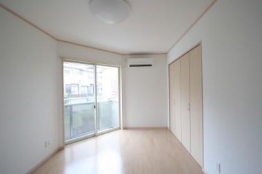 開放的で居心地の良いアパート・室内